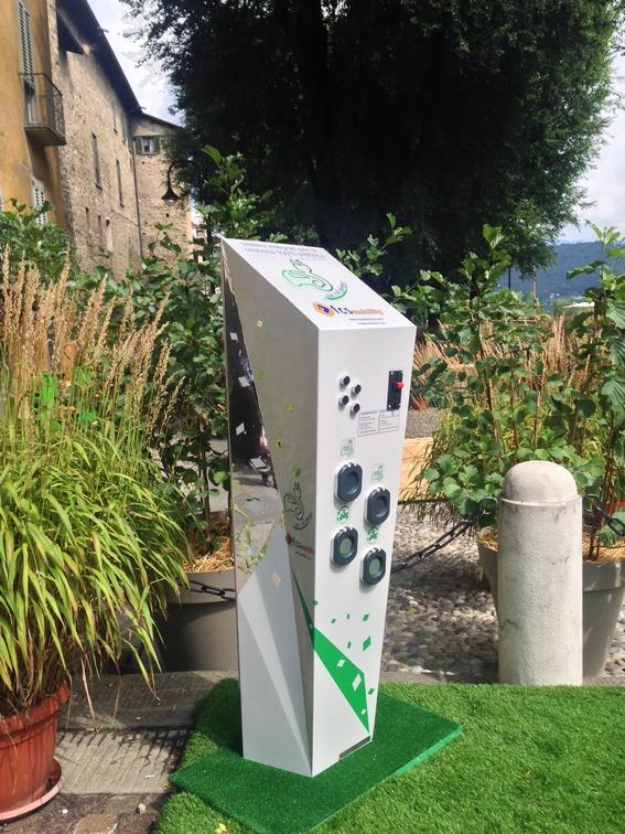 05 – 20/09/2015 – In Piazza Mascheroni (Città Alta – BG) FCS Mobility espone 2 innovative stazioni di ricarica per veicoli elettrici